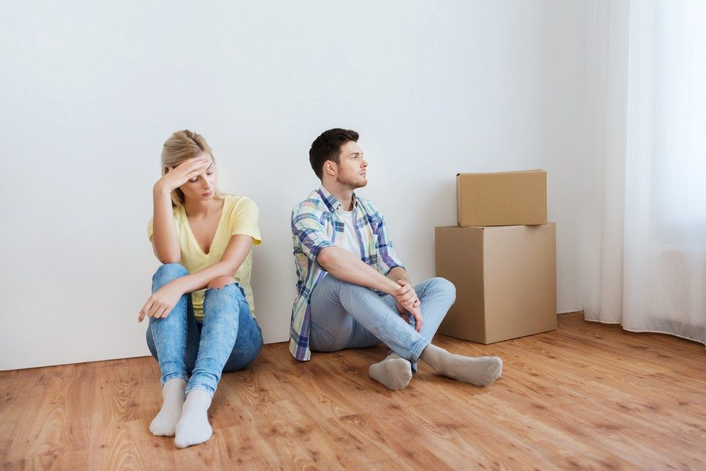 couple unhappy with how hard it was to move by themselves